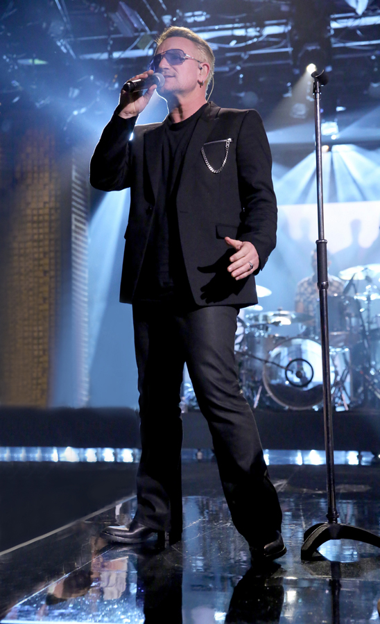 THE TONIGHT SHOW STARRING JIMMY FALLON -- Episode 0259 -- Pictured: Bono of musical guest U2 performs on May 8, 2015 -- (Photo by: Douglas Gorenstein/NBC/NBCU Photo Bank via Getty Images)