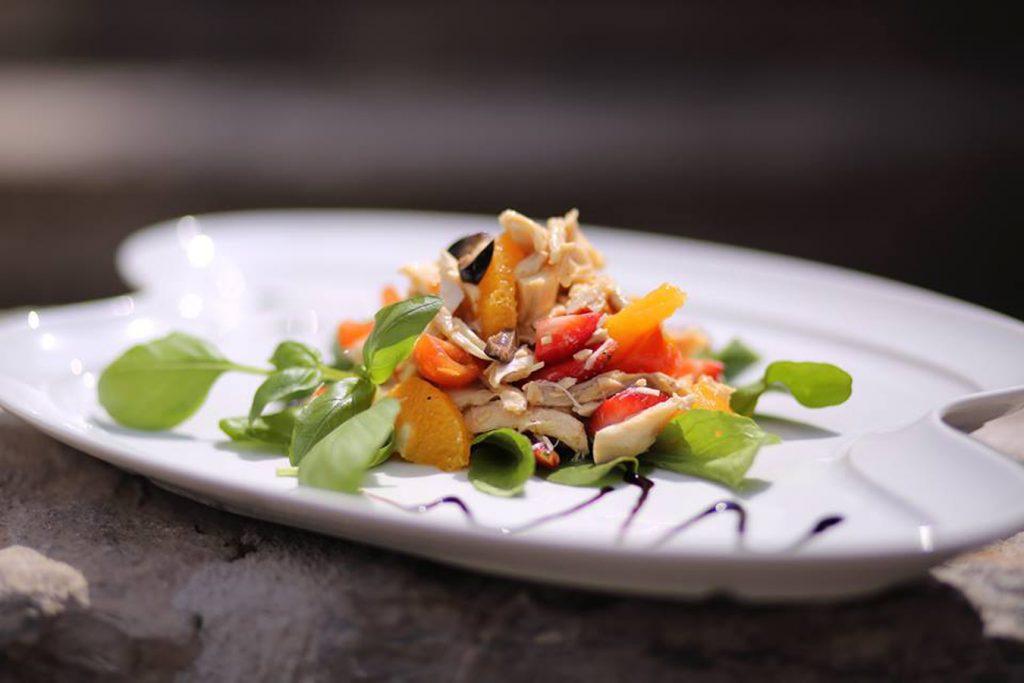 Salata od uškopljenog pijetla Izvor: Restoran Kopun/Facebook
