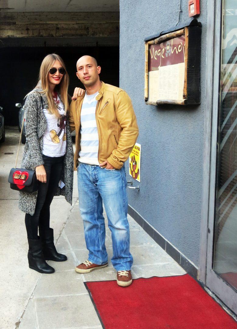 Zgodna Jasminka i čučerski Vin Diesel ispred restorana Vegehop Foto: Flash.hr