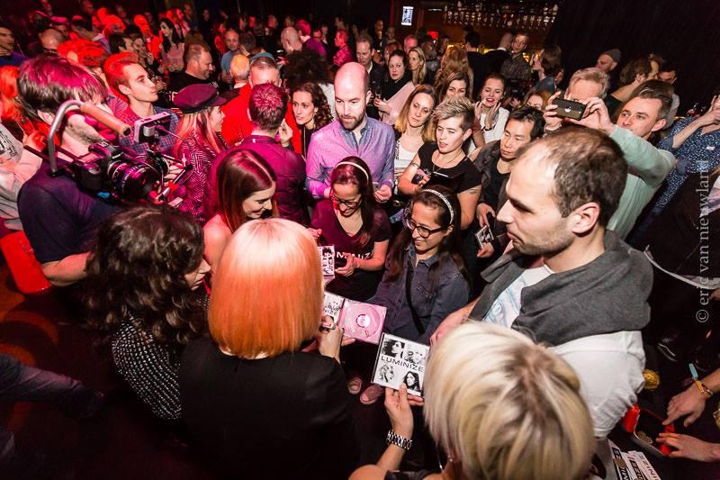 LUMINIZE - dijeljenje autograma nakon koncerta Foto: Eric van Nieuwland