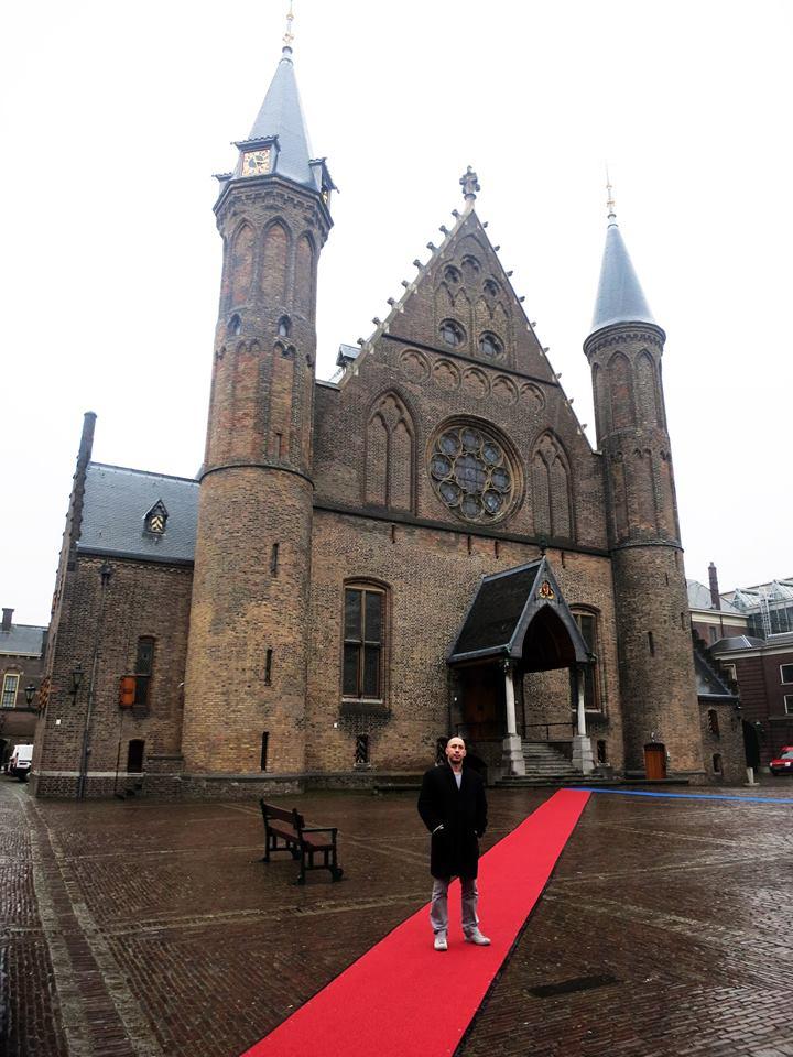 Dobri ljudi Haaga prostirali su crveni tepih gdje god bi Dragi Vođa prolazio:) Foto: Matilda, Flash.hr