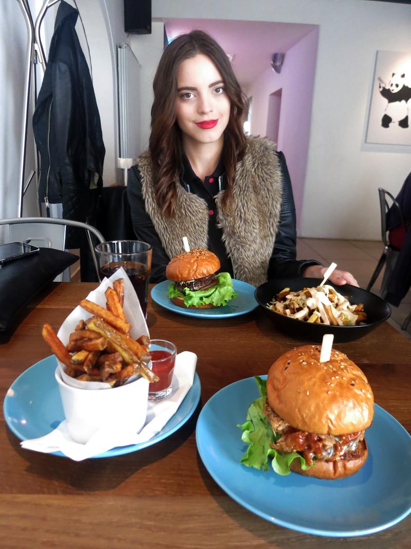 Da nema ovih burger, gledao bi samo u Irenu:) Foto: Josip Novosel, Flash.hr