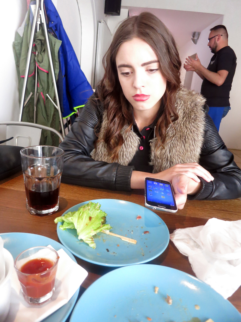 Irena moli za jedan zalogaj i pokušavam me potkupiti sa starim Samsungovim mobitelom Foto: Josip Novosel, Flash.hr