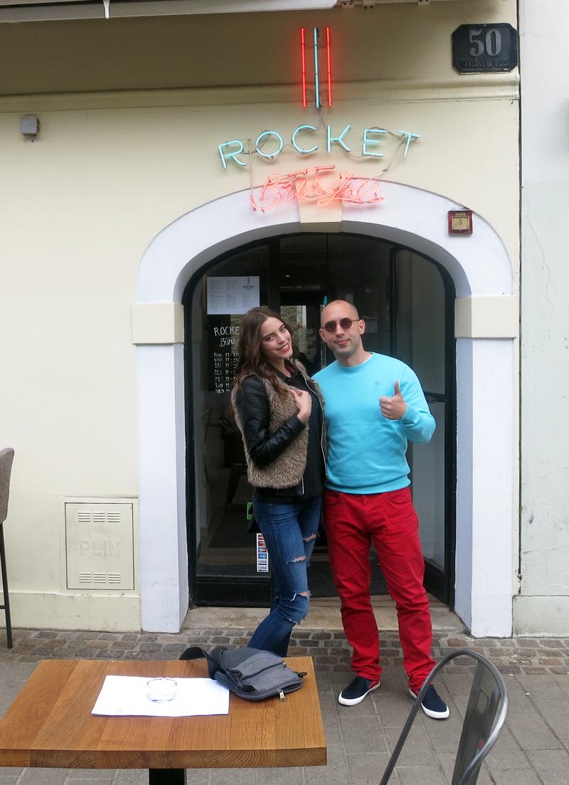 Irena Jakičić i Gastro Snob aka Super Mario ispred Rocket Burger Caffea