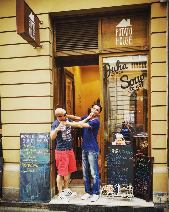 Potato House Sve je bilo u redu dok Tomo nije donio račun:) Josip Novosel aka Gastro Snob i Tomo J.