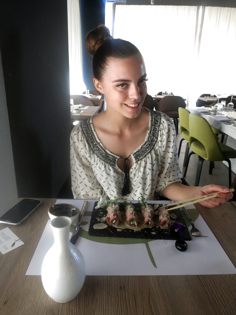 TAKENOKO Irena Jakičić je samo za potrebe snimanja koristila štapiće. roditelji bi je se odrekli da nije jela nožem i vilicom. Foto: Josip Novosel, Flash.hr