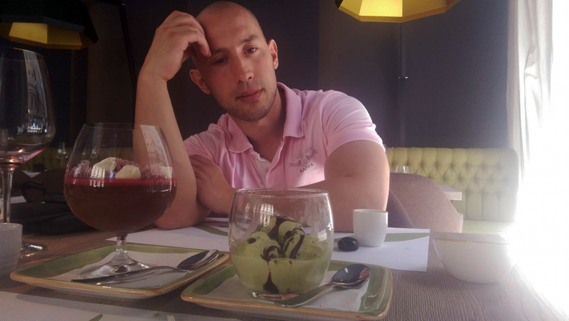 TAKENOKO Ako nabacim tužnu facu, možda se Irena smiluje i prepusti mi oba deserta. Foto: Irena Jakičić, Flash.hr