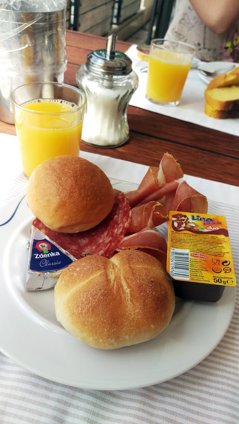 Doručak u hotelu Kaštil u Bolu na otoku Braču Foto: Josip Novosel, Flash.hr