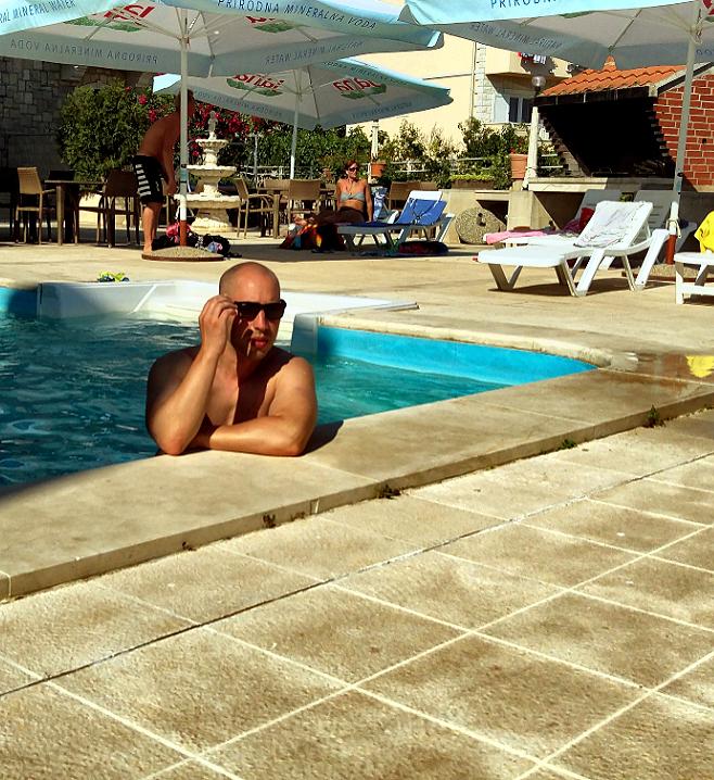 Josip Novosel u bazenu hotela Ivan u Bolu na braču Foto: Irena Jakičić, Flash.hr