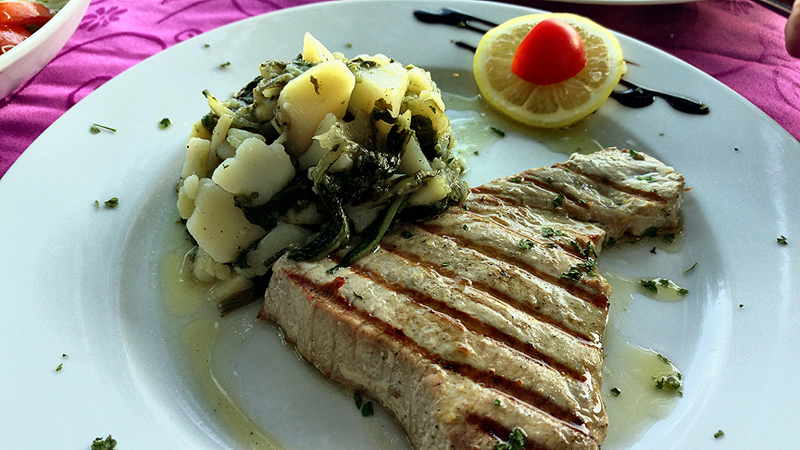 Konoba Mlin u Bolu na otoku Braču - tuna steak Foto: Josip Novosel, Flash.hr