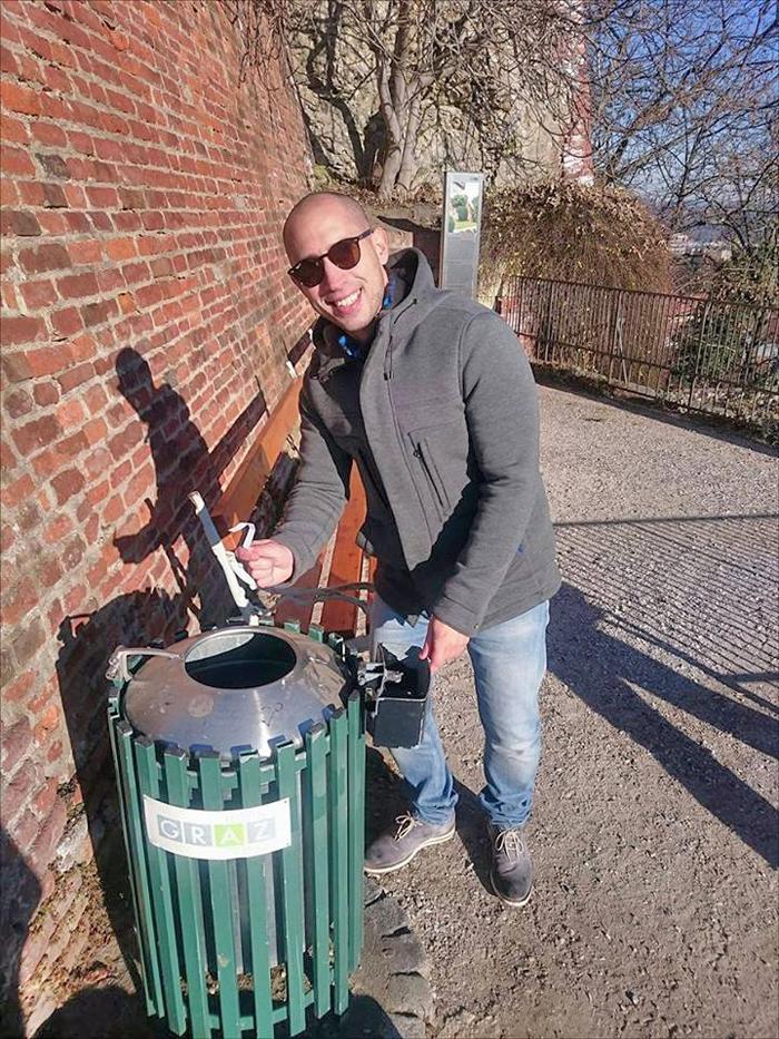 Kopam po kanatama za smeće u svim europskim metropolama. Ja sam poput vas. Glasajte za mene! Foto: Soraya, Flash.hr