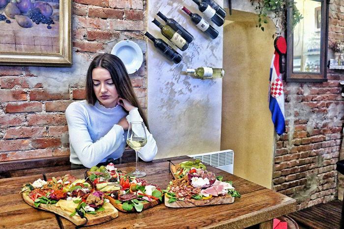 Konoba Miseria nobile - Ivona Tićac - koju platu prvu odabrati? Foto: Josip Novosel, Flash.hr
